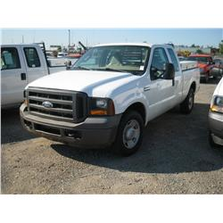 2005 FORD F250XL S/D EXT CAB,