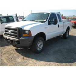 2005 FORD F250XL S/D EXT CAB 4X4,