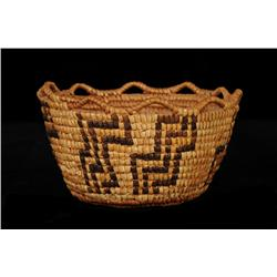"""Klikitat Fully Imbricated Berry Basket ca. 1900 with Step Pattern and Crenulated Rim 6 3/4"""" D. 3 3/4"""
