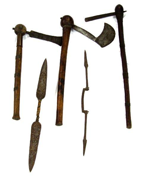 GROUPING OF AFRICAN ETHNOGRAPHIC EDGED WEAPONS