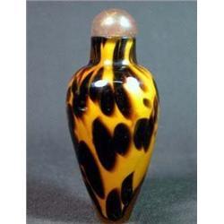 BLACK AND GOLD INTERLAYER FLECK GLASS SNUFF BOTTLE