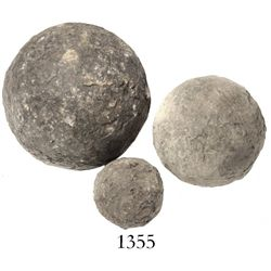 Lot of 3 iron cannonballs of various sizes.