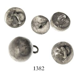 Lot of 5 small silver buttons, Spanish colonial (1500s).