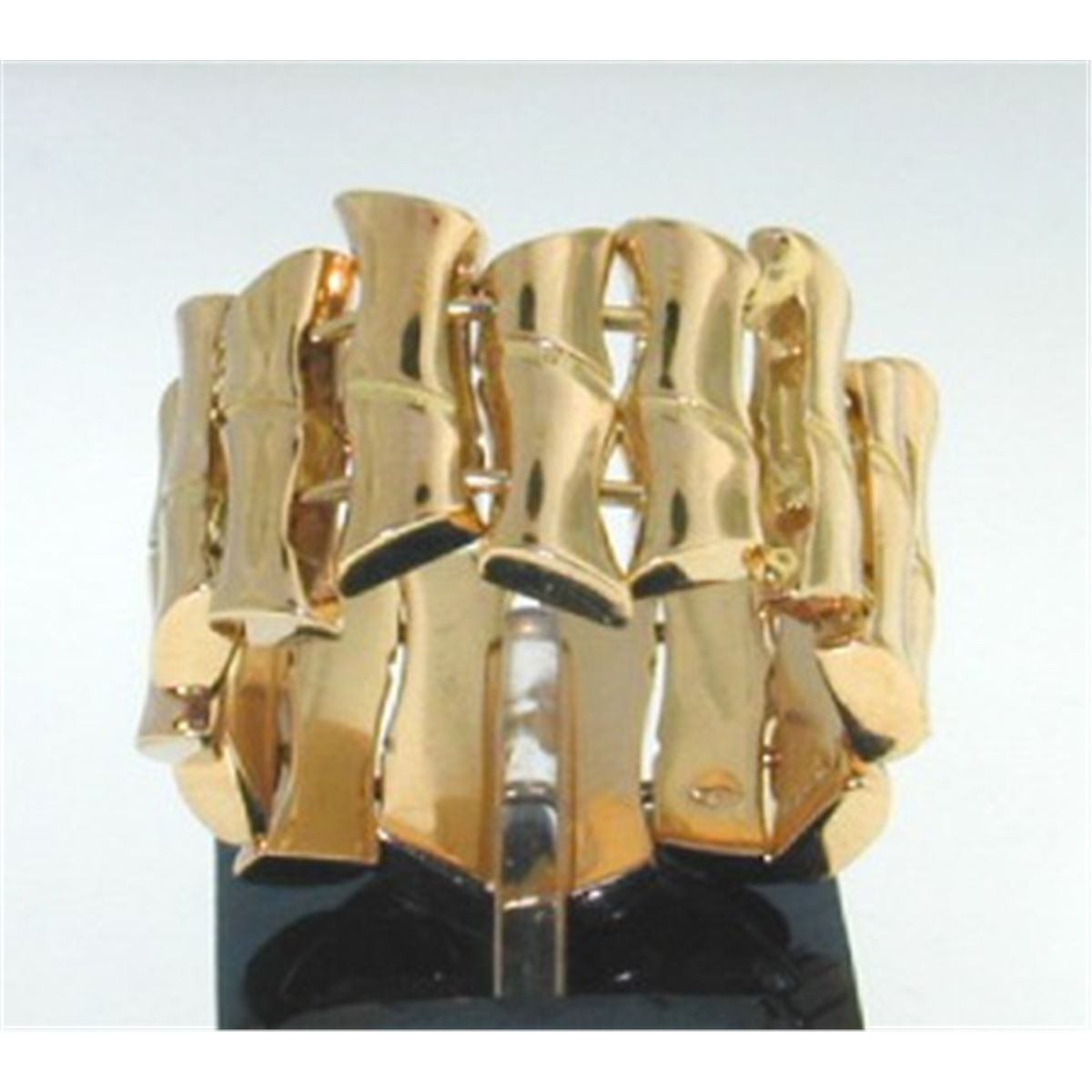 4df38c9e4 Gucci 18K Yellow Gold Bamboo Ring. Loading zoom