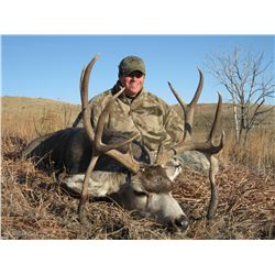 5-day mule deer hunt for one hunter in South Dakota - includes trophy fees
