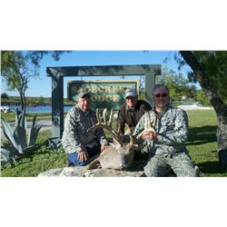 3-day Whitetail Deer hunt for one hunter and one non-hunter in Texas - includes trophy fees, taxider