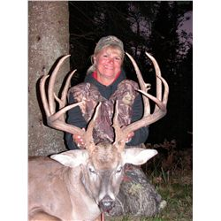 5-day whitetail deer hunt for one hunter with guest celebrities, Bob Speegle and Rex Baker, in Michi