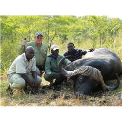 12-day Cape buffalo and tiger fishing safari adventure for one hunter and one non-hunter in Zimbabwe