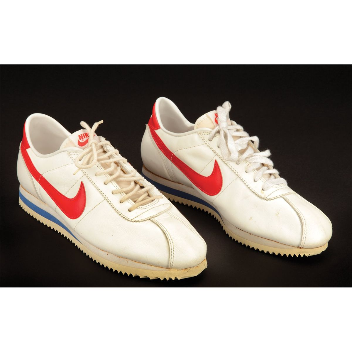 "8c20a5739b6 Image 1   Tom Hanks ""Forrest"" Nike running shoes from Forrest Gump ..."