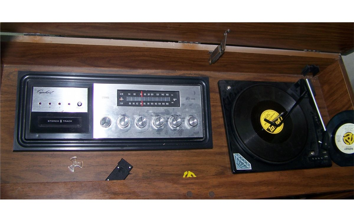 Classic 1970 S Era Entertainment Cabinet With Working Eight