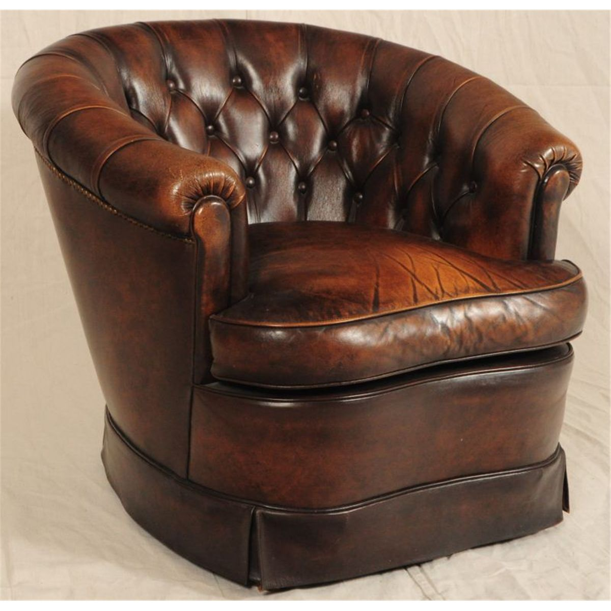 Ordinaire ... Image 3 : Button Back Leather Sofa U0026 Matching Club Chairs ...