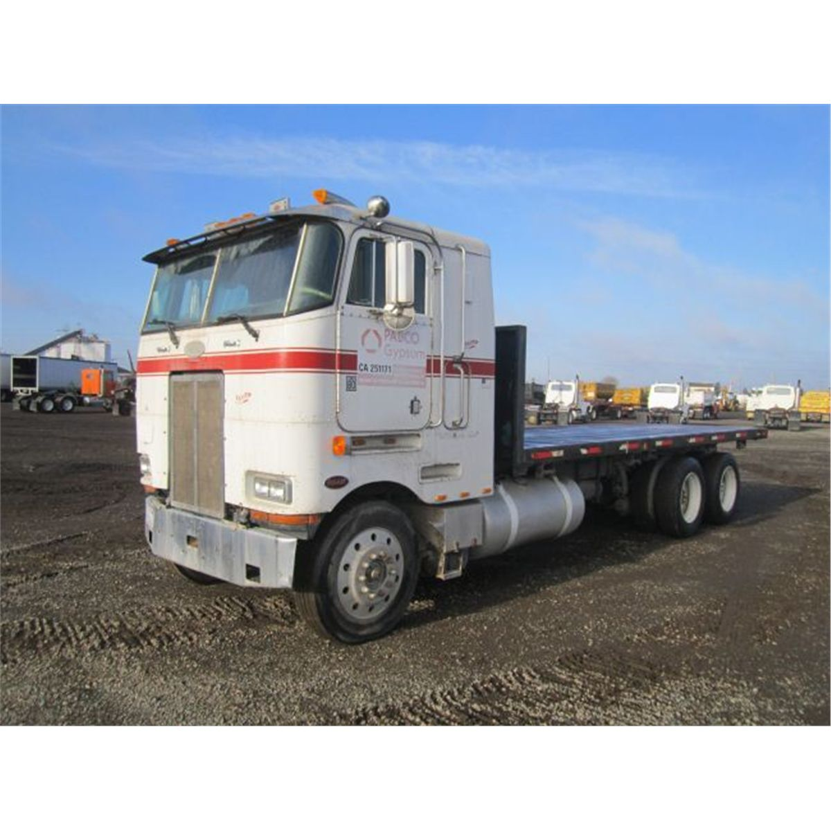 1986 Peterbilt 362 T/A Flatbed Sleeper Truck