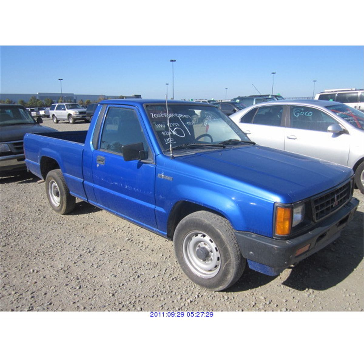 1991 - MITSUBISHI PICKUP. Loading zoom