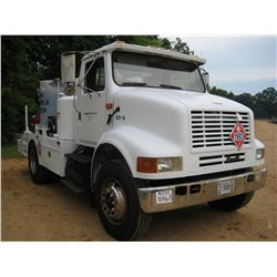 1991 INTERNATIONAL 7100 S/A FUEL & LUBE TRUCK