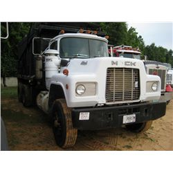 1989 MACK RD690S T/A WATER TRUCK