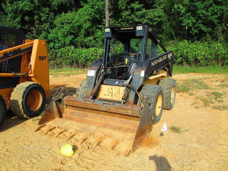 NEW HOLLAND LX865 SKID STEER LOADER