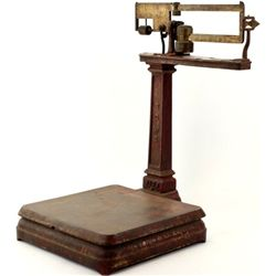 Original Wells Fargo & Co. antique platform scale manufactured by Howe, good original paint remainin