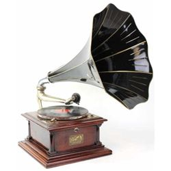 Classis antique Victor V-11 Talking Machine in mahogany case serial number 48833B, plays nicely, mec