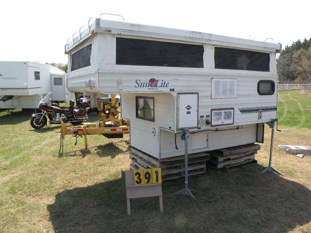 Sun Lite popup pick up Camper