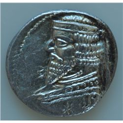 Phraates III (70-57 BC) - AR-Drachm  Obv: Diad. and cuir.bust l. with long pointed beard.  Rev: Arch