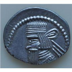 Artabanos II (10-40 AD) - AR-Drachm Ecbatana Mint Obv: diad. and cuir.  bust l. long rectangular bea