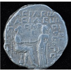 Vardanes I (40-45 AD) - AR-Tetradrachm Obv: Diad. and cuir. bust l. with short beard, Rev: King enth