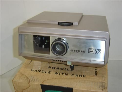 VINTAGE ARGUS COLOR SLIDE PROJECTOR A538