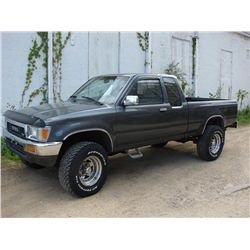 1990 TOYOTA EXTENDED CAB 4WD PICKUP TRUCK