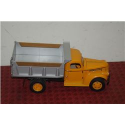 1941-1946 CHEVROLET/GMC DIE CAST TOY TRUCK