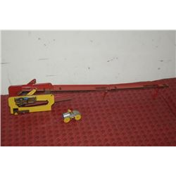WIND UP TOY W/ CAR AND RAMP
