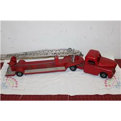 EXTENSION LADDER FIRE TRUCK - 33""