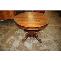 EXCELLENT SOLID ROUND OAK TABLE W/ CLAW FEET & 5 LEAVES - ORIG. FINISH