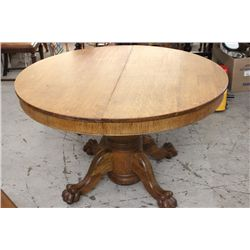 ROUND OAK TABLE 2 LEAVES