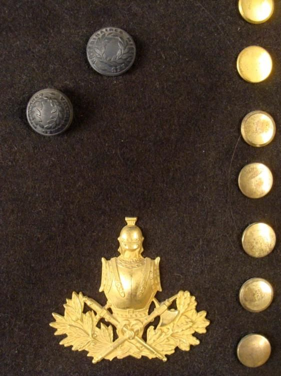 FRENCH ARMY COLLECTION MILITARY SHAKO PLATES, BUTTONS