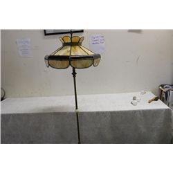 """LOVELY FLOOR LAMP W/ UNUSUAL SLAG GLASS SHADE - BOWED REDS 20"""" SHADE - NEEDS TO BE REWIRED"""