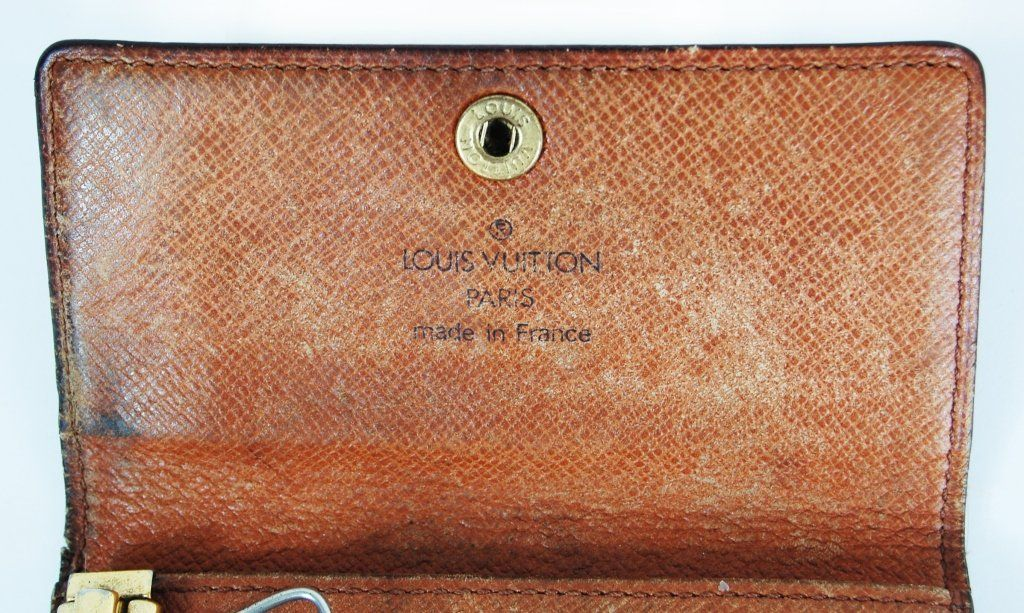 4ca1753adb0e ... Image 4   Vintage Louis Vuitton key chain wallet