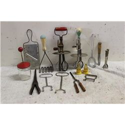 LOT OF OLD KITCHEN INSTRUMENTS