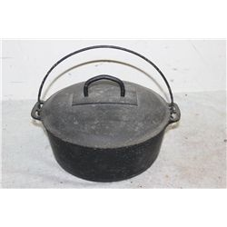 KITCHEN POT W/ HANDLE