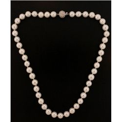 NECKLACE: Single strand cultured pearl necklace