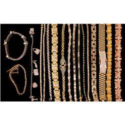 BRACELETS: Lot of bracelets