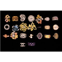 JEWELRY: Lot assorted rings,pendants,bracelets and brooches
