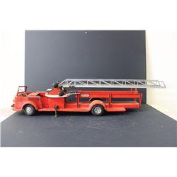 "MODEL LADDER FIRETRUCK - WORKS - 33"""