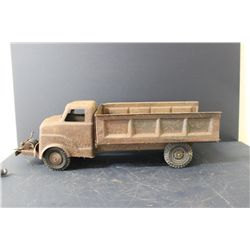 """LOUIS MARX DUMP TRUCK - NEEDS CLEANING & PAINT - SOLID BODY - 22.5"""""""