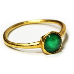 Gold/emerald ladies' ring, approx. 1 carat, size 4.