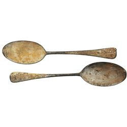 Lot of 2 brass spoons, intact.