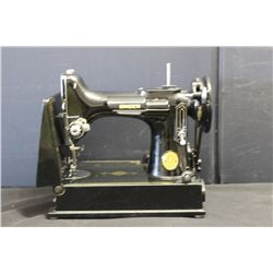 SINGER SEWING MACHINE W/ CASE