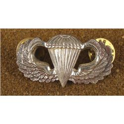 WWII PARATROOPER WINGS INSIGNIA BY MEYER