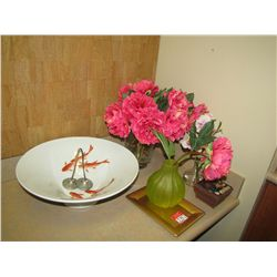 LOT DECORATIVE ITEMS