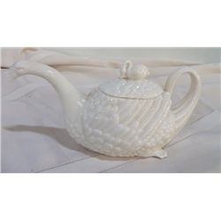 "Swan Porcelain Creamer approx. 9"" x 5"""