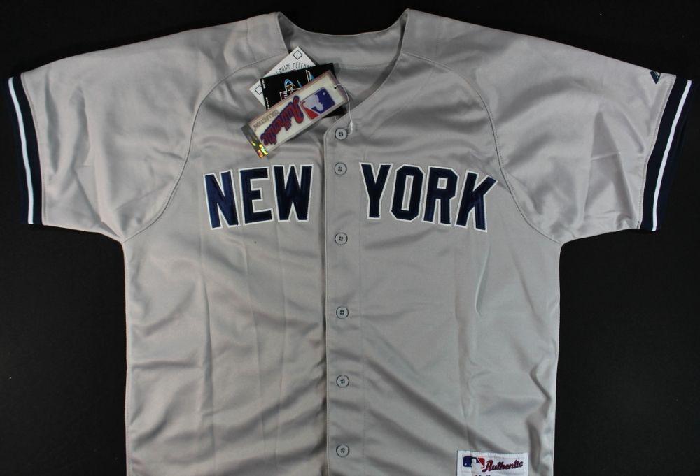 sneakers for cheap 1fa37 c1a1a Nick Swisher Signed Yankees Jersey (GA COA)